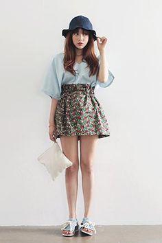 フラワー刺繍ハイウエストミニスカート。 ガーリーなミニフレアスカートです。[Stylenanda]