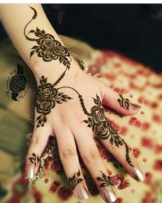 Simple and Easy Henna Design Images - Cute Henna on Hand for Girl Images with Simple And Easy Design. best collection new cute henna design for beginner Henna Hand Designs, Eid Mehndi Designs, Mehndi Designs Finger, Henna Tattoo Designs Arm, Floral Henna Designs, Arabic Henna Designs, Mehndi Designs For Girls, Mehndi Designs For Fingers, Beautiful Henna Designs