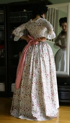 The dress is made of century reproduction Dutch chintz and lined with linen. It is hand sewn with linen tread. Each piece of the bodice. 18th Century Dress, 18th Century Costume, 18th Century Clothing, 18th Century Fashion, Vintage Dresses, Vintage Outfits, Vintage Fashion, Pretty Dresses, Beautiful Dresses