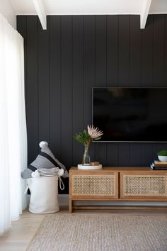 27 Modern Accent Wall Ideas for Any Room in Your House Black And White Interior, White Interior Design, Black Home, Interior Ideas, Interior Walls, Interior Lighting, Luxury Interior, Kitchen Interior, Modern Interior