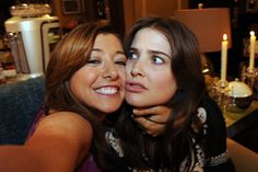 Lily and Robin are totally BFFs during the best night ever. Someone needs to remind Robin of this. Robin Scherbatsky, How I Met Your Mother, Ted Mosby, Alyson Hannigan, 9gag Funny, American Pie, Yellow Umbrella, Himym, I Meet You