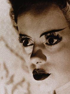 Elsa Lanchester as the monster's Bride in Bride of Frankenstein (1935, dir. James Whale) (via)