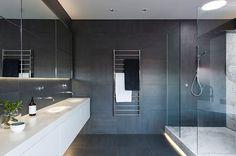 badrum-inspiration_carrara-marmor-storformat_gubi_minosa-design_photo-nicole-england_styling-simona-castagna_via-design-to-inspire_badrumsdrommar_2