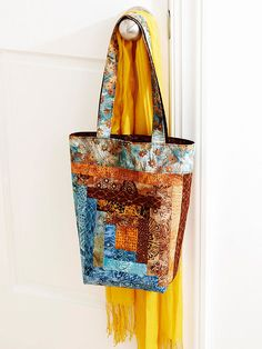 A perfect scrappy tote, this bag uses strips in a Log Cabin block.