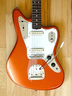 Ahhhhh ... the Johnny Marr Jag. The Kandi Krush orange looks better here than in the guitar shop where I played one.