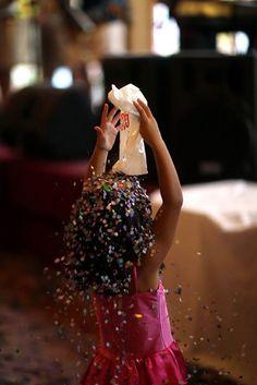 A folia tem lugar certo neste Carnaval. O Salão Nobre do Fluminense será palco de dois bailes para a garotada. Muita música, brincadeiras, desfile de fantasias e distribuição de brindes com Roni e as Figurinhas, no dia 26 de fevereiro. Encerrando a festa, no dia 28, o Gigantes da Lira leva seu espetáculo circense, com equilibristas e grande banda. Os ingressos já estão à venda no Departamento Social do Clube.    Para outras informações, ligue: (21) 3179-7454 ou 2556-7138.  #SomosFluminense…