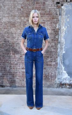 Frame Denim, Fall 2015 - Even denim is going vintage with flared looks at Frame Denim. 70s Fashion, Denim Fashion, Fashion Outfits, Denim Jumpsuit, Overalls, Denim Trends, Denim Outfit, Frame Denim, Short