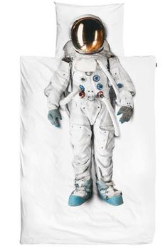 Got a kid whose dream is to be an astronaut one day? Make their dream come true sooner with this bedding set. The duvet cover features a photograph of a real astronaut suit that comes from the Spac…