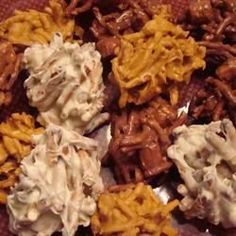 These no-bake cookies with chocolate chips, butterscotch chips, peanuts, and chow mein noodles are absolutely delicious. Candy Recipes, Holiday Recipes, Dessert Recipes, Holiday Treats, Pecan Desserts, Keto Desserts, Holiday Baking, Christmas Baking, Fudge