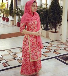 Image may contain: 1 person, standing Gharara Designs, Kurti Designs Party Wear, Pakistani Outfits, Indian Outfits, Indian Clothes, Stylish Dresses, Casual Dresses, Suit Fashion, Fashion Dresses