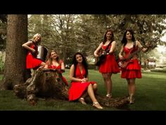 Die Twinnies - Bayernmädels - 2 Girls playing steirische harmonika on… Songs For Dance, Film Gif, Art Populaire, Bluegrass Music, Light Music, Enjoy Your Life, 2 Girl, My Favorite Music, Rock N Roll