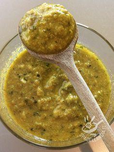 Il Sugo ai fiori di zucca (per taglierini e ravioli) serve a variare il condimento di ravioli ripieni, taglierini o pasta corta a finitura grossolana.