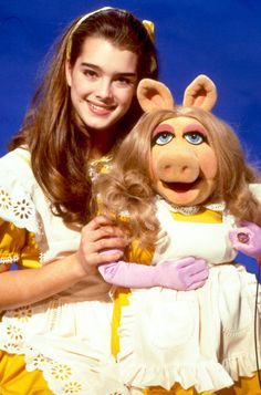 """""""Brooke Shields as Alice in Wonderland on The Muppet Show, 1980 """" Most Beautiful People, Beautiful Celebrities, Die Muppets, Doctor Whooves, The Muppet Show, Pixar Movies, Childhood Movies, Miss Piggy, Brooke Shields"""