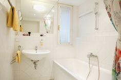 Enjoy in this nice studio the view from your balcony into the green patio. Clawfoot Bathtub, Corner Bathtub, Bathroom, Indoor Courtyard, Environment, Washroom, Full Bath, Bath, Bathrooms