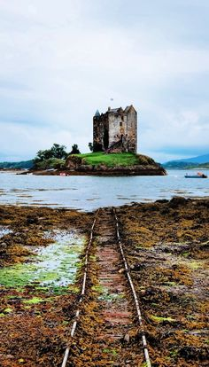 12 Best Castles To Visit In Scotland That Ooze History Castles in Scotland that simply ooze history. These 11 Scottish castles will make for a great day out during your Scotland vacation! Scotland Vacation, Scotland Travel, Scotland Trip, Highlands Scotland, Skye Scotland, Ways To Travel, Best Places To Travel, Travel Tips, Travel Ideas