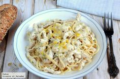 Receta sencilla de espaguetis con salsa cremosa de pollo, tomillo y limón