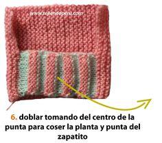 Zapatitos con punta en dos colores - Tejiendo Perú Baby Knitting Patterns, Free Knitting, Crochet Baby Booties, Knit Crochet, Quick Crochet Gifts, Baby Girl Gifts, Cool Patterns, Knitting Needles, Arm Warmers