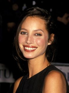 Christy Turlington is one of most iconic supermodels ever. Here, we take a look back at the supermodel's most memorable beauty moments of the last 15 years. 90s Makeup, Models Makeup, Hair Makeup, Christy Turlington, Maybelline, 90s Models, Headshot Photography, Girl Inspiration, Beauty Trends