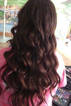 Natural brown hair and long wavy curls.