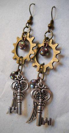 Handmade Fanciful Steampunk Earrings 'Keys to the Wind' Mode Steampunk, Steampunk Crafts, Steampunk Design, Steampunk Fashion, Steam Punk Jewelry, Gothic Jewelry, Vintage Jewelry, Western Jewelry, Hippie Jewelry