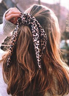 Curly Hair Styles, Natural Hair Styles, Hair Scarf Styles, Hair Styles Teens, Headband Styles, Box Braids Hairstyles, Wedding Hairstyles, Hairstyles With Scarves, Vintage Hairstyles