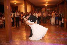 ♥♥♥  CASO REAL: O casamento rústico da Ana e do Alan A verdadeira paixão aqui do nosso bloguito são os casamentos ao ar livre. Semana passada falamos sobre casamentos rústicos, demos dicas, sugestões... http://www.casareumbarato.com.br/caso-real-o-casamento-rustico-da-ana-e-do-alan/