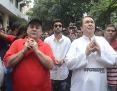 Ranbir Kapoor, Rajiv Kapoor and Randir Kapoor fold hands in front of Lord Ganesh's idol Rajiv Kapoor, Randhir Kapoor, Rishi Kapoor, Bollywood Photos, Bollywood Actors, Ganesh Pooja, Shammi Kapoor, Ganpati Festival