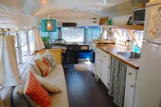 Couple transformed a school bus into a tiny mobile home
