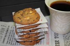 Suolapähkinä-suklaakeksit | Ranteita myöjen taikinasa Pancakes, Muffin, Cookies, Nice, Eat, Breakfast, Food, Crack Crackers, Morning Coffee