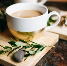 De feestdagen zitten er inmiddels allemaal weer op, maar dat betekent natuurlijk niet dat we niet wat feestelijke accessoires in huis mogen hebben. Een goede kop koffie of thee drink je uiteraard het lekkerst uit een mooie mok. En die zijn ontzettend gemakkelijk zelf te maken! Hieronder laten we zien hoe je eenvoudig een set […]