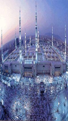 This is medina. Medina was a sanctuary built for the prophet Mohammad. Medina was the ancient capital for the Islamic world. Islamic Images, Islamic Art, Gift Animation, Medina Saudi Arabia, Al Masjid An Nabawi, Riad, Mekka, Jewish History, Islam Muslim