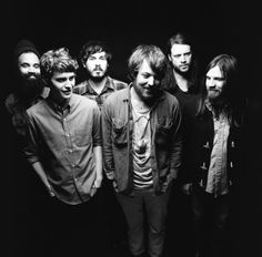Fleet Foxes. I need to kiss Robin on le mouth.