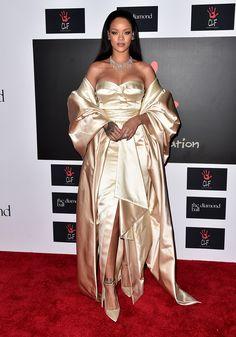 Rihanna prova que é a rainha do look vintage inspired