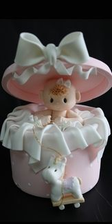 *COLD PORCELAIN ~ BABY IN A ROUND BOX