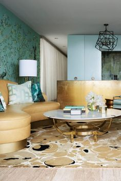 This award-winning project was renovated to create lavish and layered interiors filled with colour and glamour. Drawing inspiration from the vivid greens the client wanted, Greg Natale added warm golden tones from the travertine floors and the abundance of natural light to develop a design that brings the luxury of the Los Angeles style to the Sydney shores.