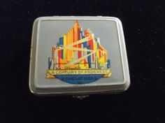 VINTAGE-1933 WORLDS FAIR COMPACT-CENTURY OF PROGRESS-CONTAINS ROUGE & POWDER