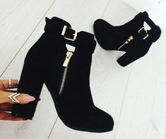 Trendy ankle boots in black – Just Trendy Girls - 2019 Heeled Boots, Bootie Boots, Shoe Boots, Shoes Heels, Cute Shoes Boots, Fall Shoes, Dream Shoes, Crazy Shoes, Me Too Shoes