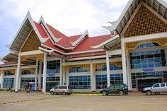 El Aeropuerto Internacional de Luang Prabang en Laos, código LPQ situado a 4 kilómetros a las afueras de Luang Prabang. Cajeros automáticos, cambio de moneda, visado para Laos y precio del taxi desde el aeropuerto de Luang Prabang al centro de la ciudad
