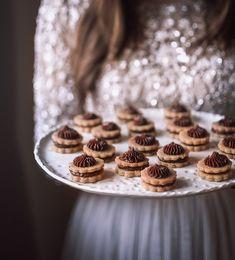 """1,176 To se mi líbí, 17 komentářů – Janina D. Černá (@cukrfree.cz) na Instagramu: """"Myslela jsem, že letos snad ani na pečení nezbyde čas. Letos totiž poprvé máme zasílání balíčků z…"""" Desserts, Food, Tailgate Desserts, Deserts, Essen, Postres, Meals, Dessert, Yemek"""