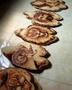 Pyrography Patterns, Wood Carving Patterns, Wood Carving Art, Wood Slice Crafts, Wood Burning Crafts, Wood Crafts That Sell, Small Wood Projects, Wood Post, Rustic Art
