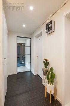 공간마다 특색 있는 복도식 아파트 작은집 꾸미기 : 25평 거실 인테리어 : 네이버 블로그 Oversized Mirror, Interior, Furniture, Home Decor, Decoration Home, Room Decor, Design Interiors, Home Furnishings, Interiors
