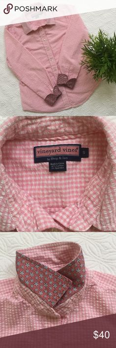 "🆕 Vineyard Vines seersucker button down This fitted button down by Vineyard Vines is in a really pretty pink and white check. Size S. Armpit to armpit about 18"" across. Length from the base of the collar in back about 23 1/2"". Rounded hem. Super cute contrast material on cuffs and collar. Vineyard Vines Tops Button Down Shirts"