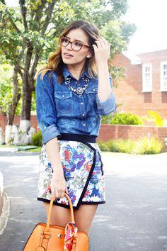 #FashionBySIMAN & Stylish Everywhere: Las faldas estampadas son un must have para esta temporada, te recomendamos combinarla con blusas denim y accesorio en tonos cálidos.