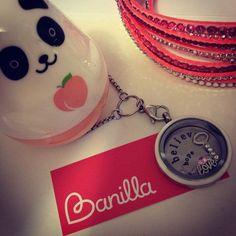 Banilla. Você vive sua história, nós a contamos <3 Já montou seu medalhão personalizado? ;] #medalhão #pingente #branco #charms #banilla #história #fofo #único #panda #pink