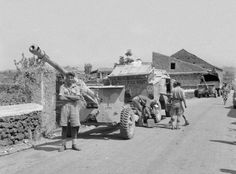 British 17 pdr anti tank gun - Medenine Tunisia 1943 Military Photos, Military History, Afrika Corps, North African Campaign, British Armed Forces, Ww2 Pictures, Military Modelling, Ww2 Tanks, Military Weapons