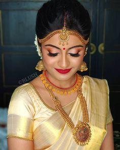 Indian Bridal Sari Jewels 18 Ideas For 2019 Bridal Hairstyle Indian Wedding, Bridal Sari, Indian Bridal Sarees, Indian Bridal Hairstyles, Indian Bridal Makeup, Saree Wedding, Indian Bridal Jewelry, Saree Hairstyles, Wedding Makeup