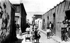 Niños y Pobladores en la calle principal de la La Noria Tarapaca en 1910