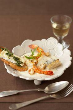 Ein Ragout mit Meeresfrüchten und dazu ein köstlicher Weichkäse - Frankreich je…