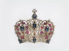 Russia, Crown Brooch, 1890–1910, silver gilt, sapphires, rubies, diamonds, 6.2 x 7.8 x 1.9 cm. Virginia Museum of Fine Arts, Bequest of Lillian Thomas Pratt