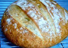 Este pão é super-fácil de fazer e não necessita de máquina de fazer pão para amassar, apenas de muita paciência para o tempo de espe...